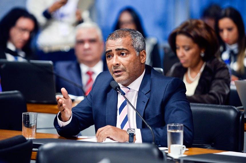 Comissão Especial do Impeachment 2016 (CEI2016) realiza reunião para apreciação de requerimentos.   Em pronunciamento, senador Romário (PSB-RJ).  Foto: Jefferson Rudy/Agência Senado