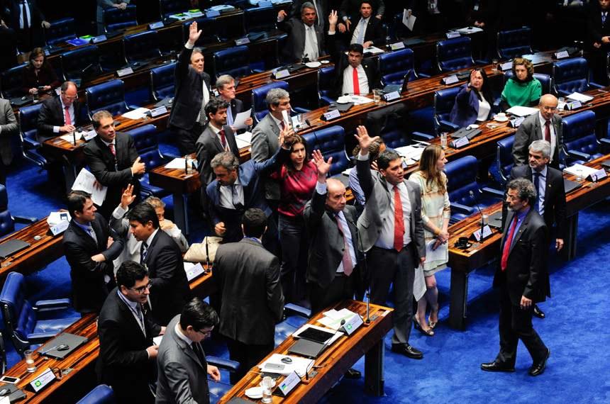http://www12.senado.leg.br/noticias/materias/2016/11/09/senado-aprova-em-1o-turno-pec-com-regras-para-diminuir-numero-de-partidos-politicos/20161109_03182jp.jpg/@@images/image/imagem_materia