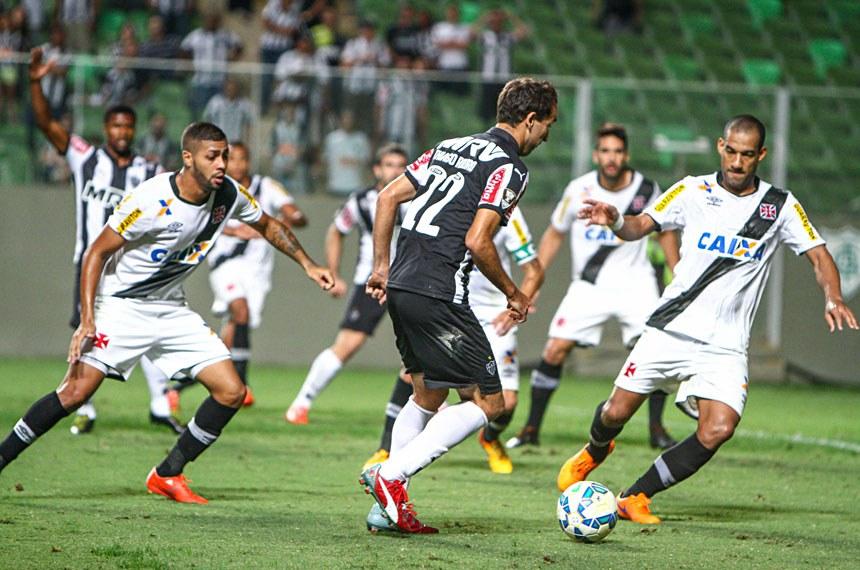 Lance da partida entre Atlético x Vasco do Campeonato Brasileiro 2015 no estádio Independência, em Belo Horizonte.