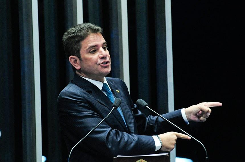 Plenário do Senado durante sessão deliberativa extraordinária.  Em discurso, senador Gladson Cameli (PP-AC).  Foto: Geraldo Magela/Agência Senado