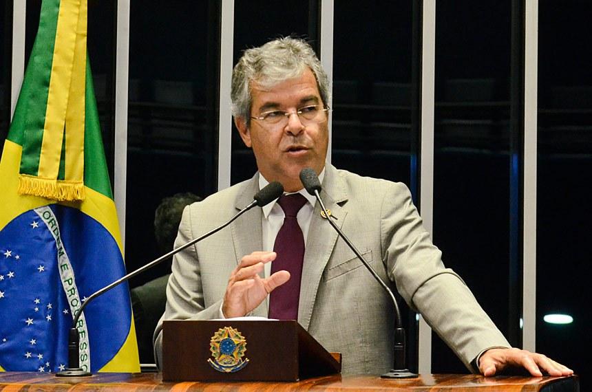 Plenário do Senado durante sessão deliberativa extraordinária.  Em discurso, à tribuna, senador Jorge Viana (PT-AC).  Foto: Ana Volpe/Agência Senado