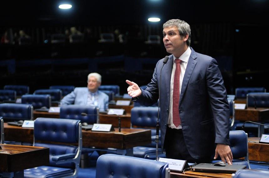 Plenário do Senado durante sessão não deliberativa.  Em pronunciamento, senador Lindbergh Farias (PT-RJ).  Foto: Pedro França/Agência Senado