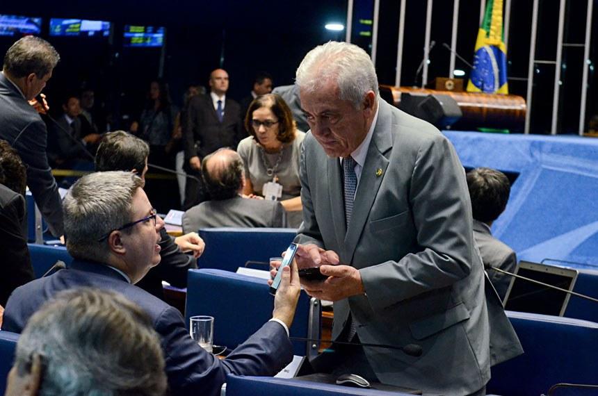 Plenário do Senado durante sessão deliberativa ordinária.  Bancada: senador Antonio Anastasia (PSDB-MG);  senador Otto Alencar (PSD-BA).  Foto: Ana Volpe/Agência Senado