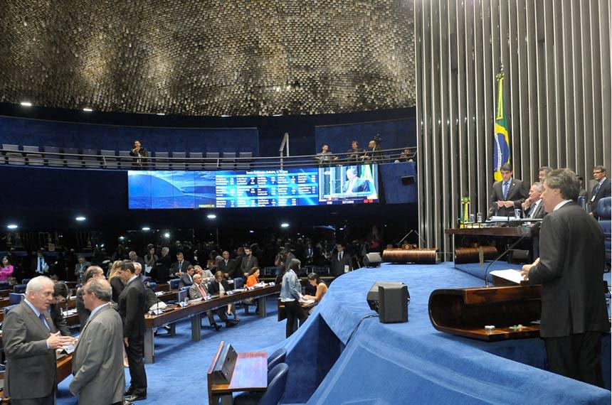 Plenário do Senado Federal durante sessão deliberativa ordinária.  Em pronunciamento, senador Eunício Oliveira (PMDB-CE).  Foto: Waldemir Barreto/Agência Senado