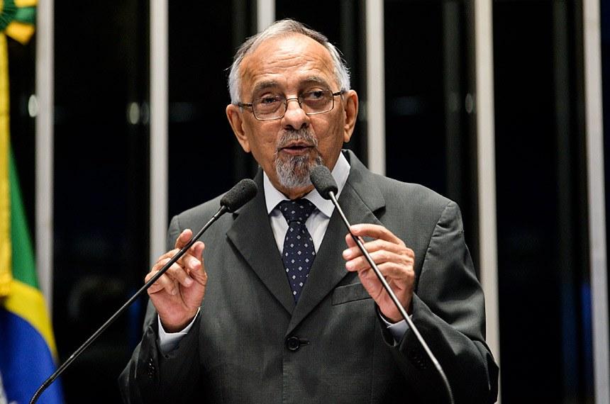 Plenário do Senado durante sessão não deliberativa.  Em discurso, à tribuna, senador João Capiberibe (PSB-AP).  Foto: Jefferson Rudy/Agência Senado