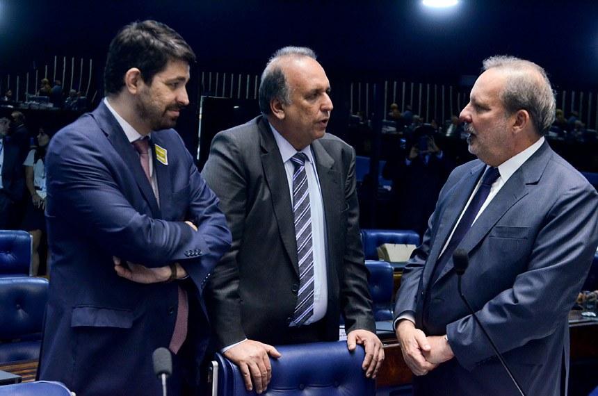 Plenário do Senado durante sessão deliberativa ordinária.  Em destaque, senador Armando Monteiro (PTB-PE).  Foto: Ana Volpe/Agência Senado
