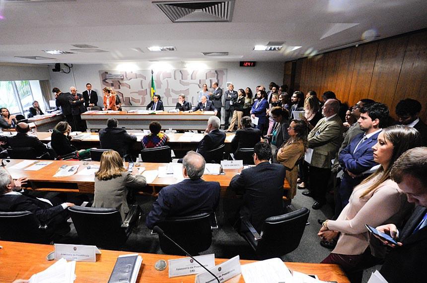 Comissão de Constituição, Justiça e Cidadania (CCJ) realiza reunião deliberativa com 45 itens. Entre eles, o turno suplementar do Substitutivo ao PLS 146/2007, que dispõe sobre a digitalização e arquivamento de documentos em mídia ótica ou eletrônica, e o PLC 4/2016, que tipifica o crime de descumprimento de medidas protetivas de urgência da Lei Maria da Penha.    CCJ; PLS 146/2007; PLC 4/2016; Lei Maria da Penha; mídia ótica; mídia eletrônica;