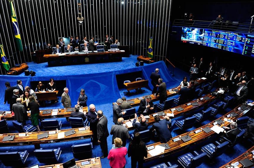 Plenário do Senado durante sessão deliberativa extraordinária.  Mesa: senador Edison Lobão (PMDB-MA);  senador João Alberto Souza (PMDB-MA);  presidente do Senado Federal, senador Renan Calheiros (PMDB-AL).  Foto: Jonas Pereira/Agência Senado