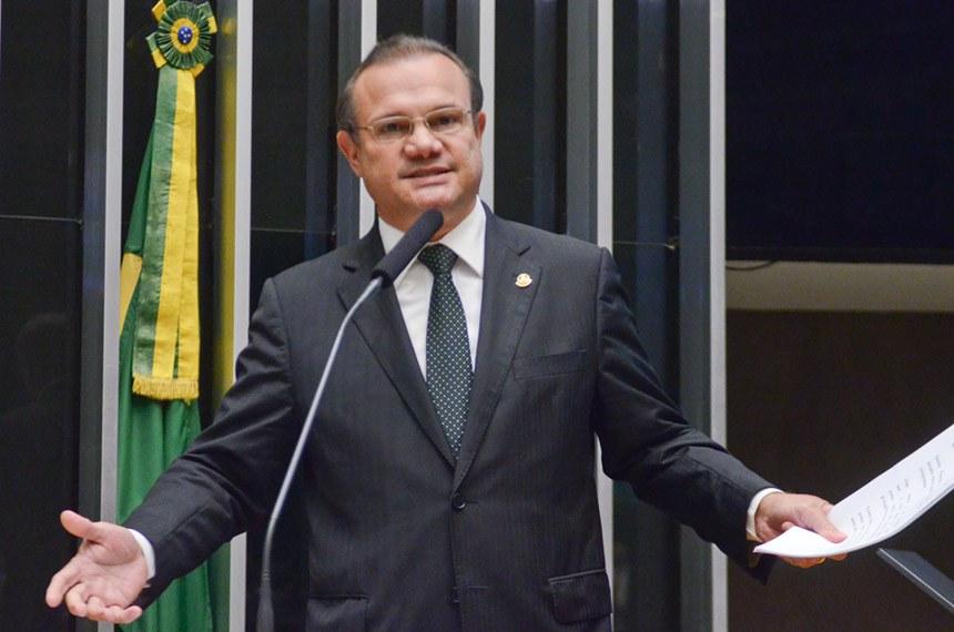 Plenário durante sessão conjunta do Congresso Nacional.  Em discurso, senador Wellington Fagundes (PR-MT).  Foto: Ana Volpe/Agência Senado