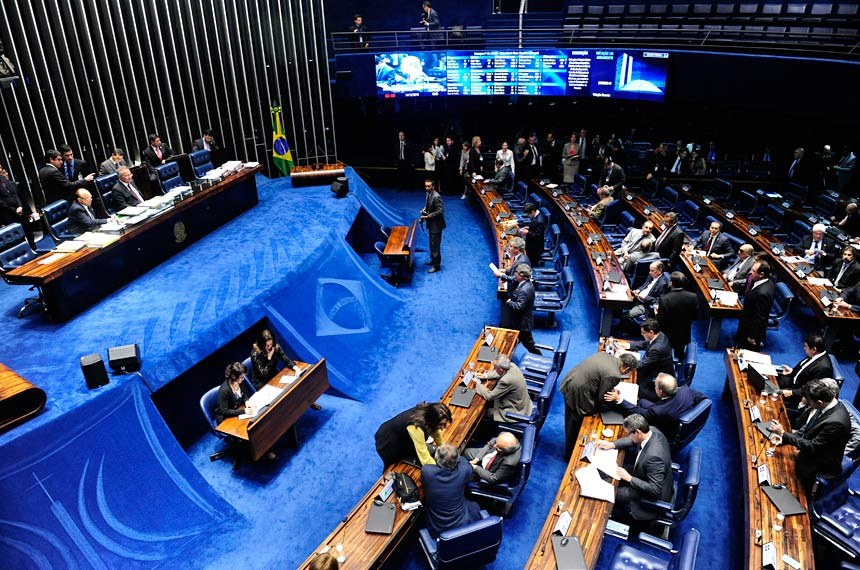 Plenário do Senado durante sessão deliberativa extraordinária.  Mesa: senador João Alberto Souza (PMDB-MA);  presidente do Senado Federal, senador Renan Calheiros (PMDB-AL).  Foto: Jonas Pereira/Agência Senado