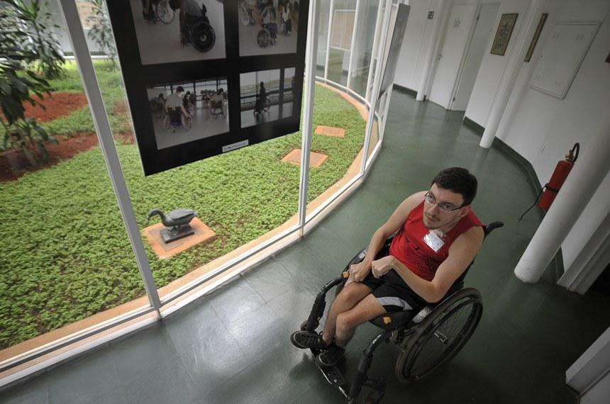 27.09.2012 Brasília - Luiz Antônio Bichir Garcia, 25 anos, é calouro na UnB. O aluno do primeiro semestre de história sofre de uma paralisia cerebral, e precisa de estrutura adaptada para acompanhar as aulas