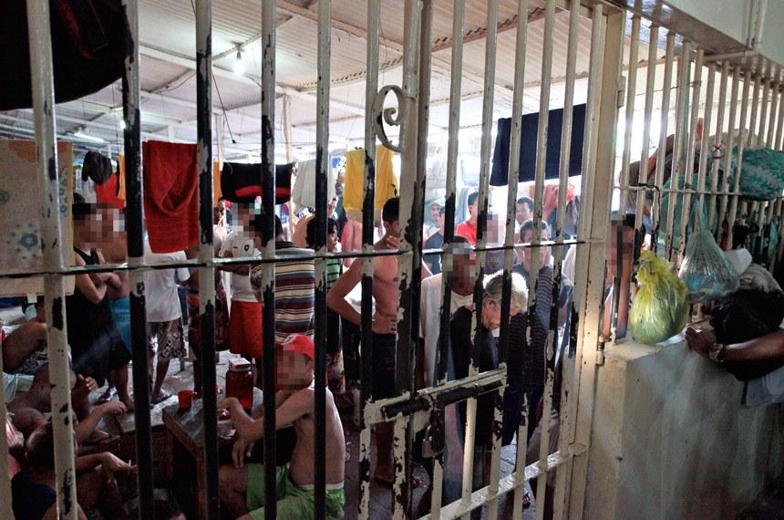 Mutirão carcerário do CNJ começa nesta quarta-feira - Pernambuco 16-08-2011.  O Aníbal Bruno é a principal casa de detenção da Região Metropolitana de Recife (RMR). Na visita, os juízes encontraram 4.901 homens que cumprem pena e aguardam julgamento nos pavilhões do presídio, que tem capacidade para apenas 1.448 detentos. A principal das reclamações que os juízes ouviram dos presos foi em relação à demora dos julgamentos. Foto: Luiz Silveira/Agência CNJ
