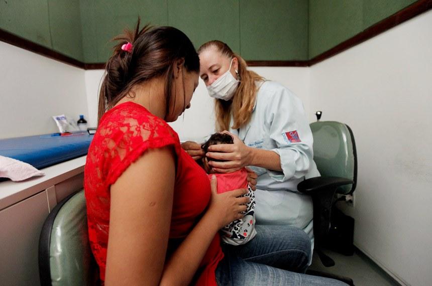 Mutirão realizado pelo Centro Estadual de Prevenção e Reabilitação de Deficiências (Cepred) na Bahia, para detecção de problemas auditivos em  bebês que tiveram confirmação de microcefalia.