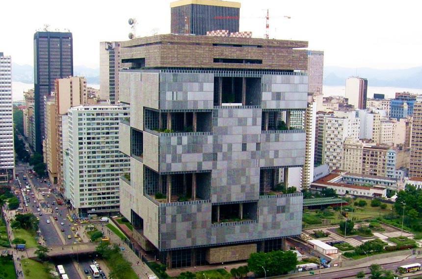 """Edifício Sede da Petrobras localiza-se na Esplanada de Santo Antônio, no Rio de Janeiro - RJ. Também é conhecido por """"Edise"""",  sigla para edifício sede."""