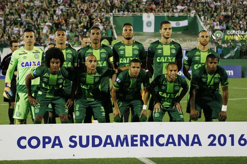 epa05651621 A picture dated 23 November 2016 and made available on 29 November 2016 shows players of the Brazilian Chapecoense soccer team before their semifinal match of the South American Cup, at the Conda Arena of Chapeco, Brazil. A plane reportedly carrying 81 people, including the players of the Brazilian soccer club Chapecoense, has crashed on 29 November 2016. The plane was said to have crashed in a mountainous area outside Medellin as it was approaching the Jose Maria Cordoba airport, media said. The cause of the incident is yet uknown. The Chapecoense were scheduled to play in the Copa Sudamericana final against the Medellin's Atletico Nacional on 30 November.  EPA/MARCIO CUNHA