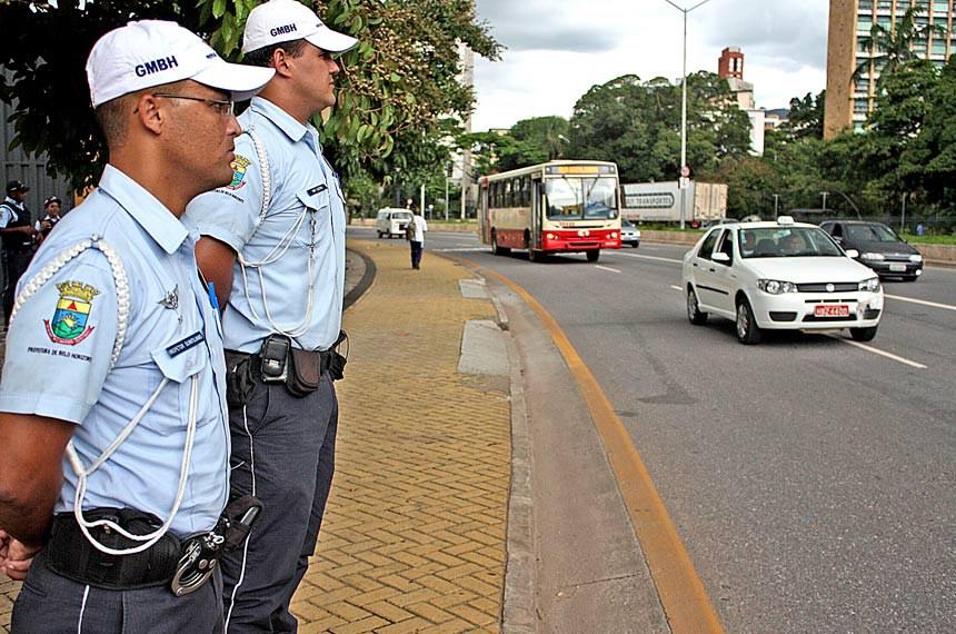 Guarda Municipal de Belo Horizonte completou, em fevereiro de 2010, um ano de atuação no trânsito. Agentes trabalham em conjunto com a BHTrans e a Polícia Militar na coordenação e fiscalização de veículos e pedestres.