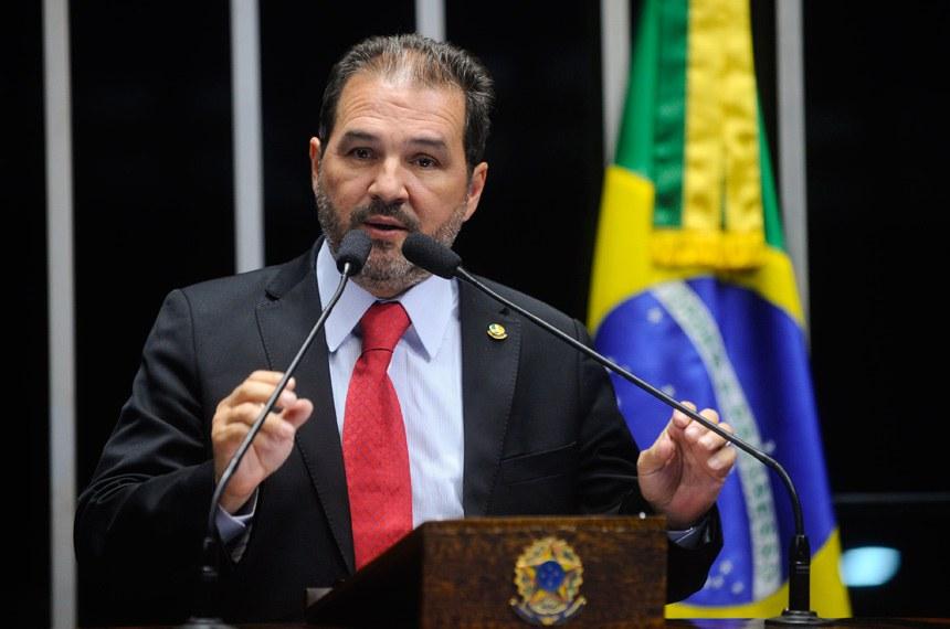 Plenário do Senado durante sessão deliberativa ordinária.  Em discurso, senador Eduardo Lopes (PRB-RJ).  Foto: Marcos Oliveira/Agência Senado