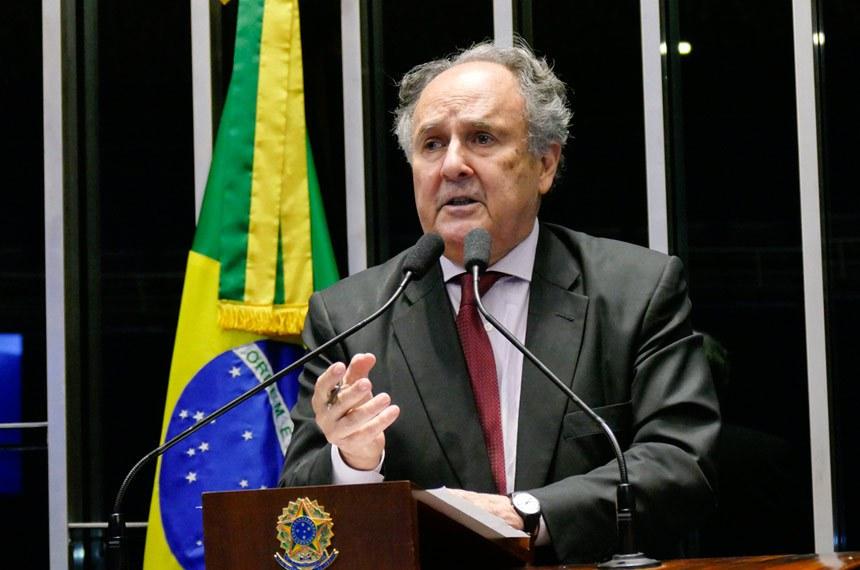 Plenário do Senado Federal durante sessão deliberativa ordinária.   Em discurso, senador Cristovam Buarque (PPS-DF).  Foto: Roque de Sá/Agência Senado