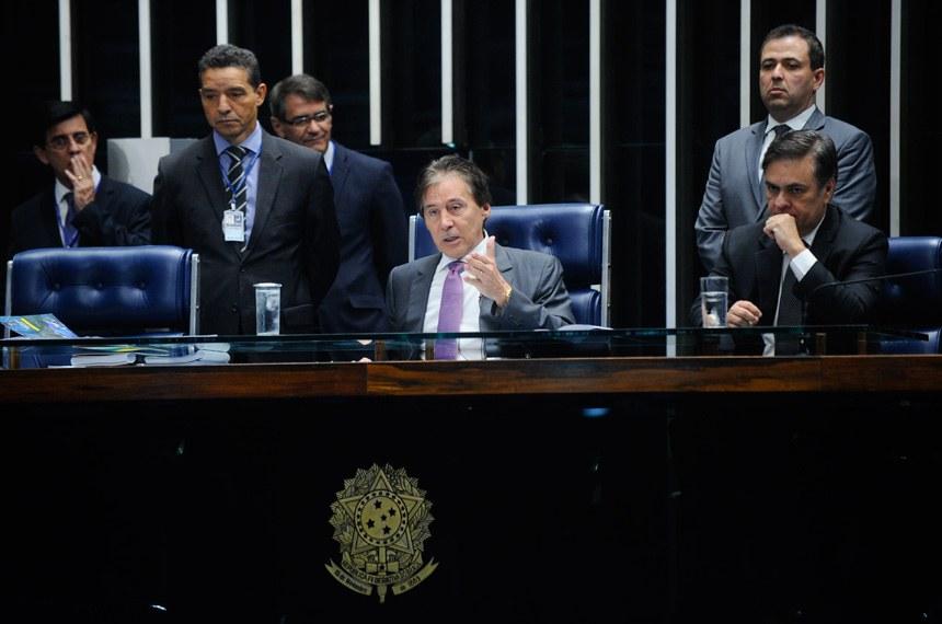 O presidente Eunício Oliveira decidiu debater na Mesa do Senado o encaminhamento do projeto