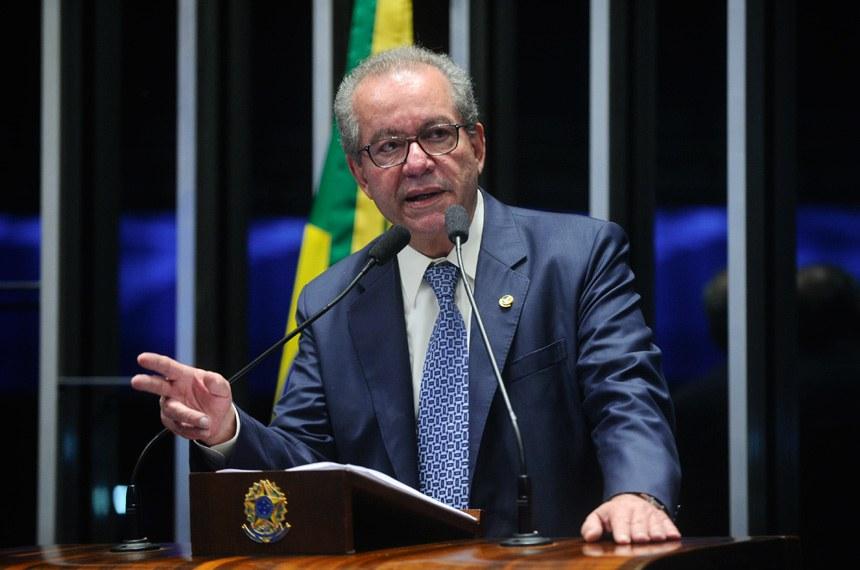Plenário do Senado durante sessão deliberativa extraordinária.  Em discurso, à tribuna, senador José Aníbal (PSDB-SP).  Foto: Marcos Oliveira /Agência Senado