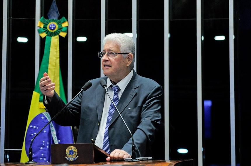 Plenário do Senado durante sessão deliberativa extraordinária.  Em discurso, senador Roberto Requião (PMDB-PR).   Foto: Geraldo Magela/Agência Senado