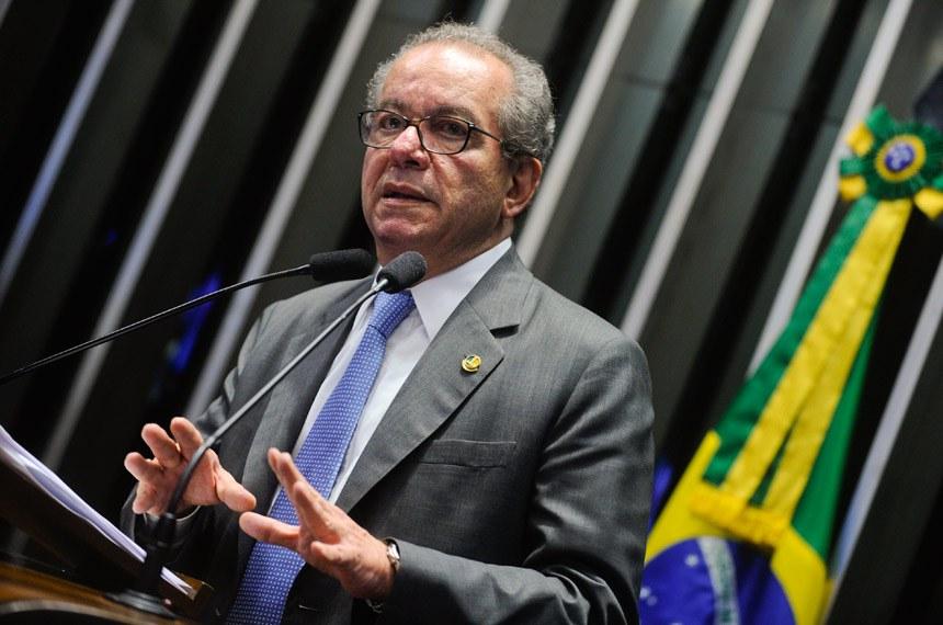 Plenário do Senado durante sessão deliberativa ordinária.  Em discurso, à tribuna, senador José Aníbal (PSDB-SP).  Foto: Marcos Oliveira/Agência Senado