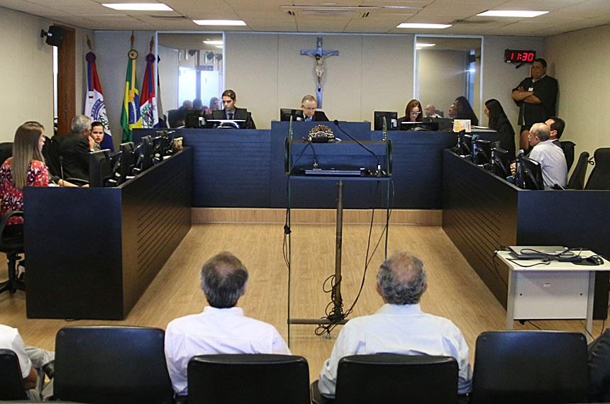 O presidente do Tribunal Regional do Trabalho da 19ª Região, desembargador Pedro Inácio da Silva, adiou para o dia 28 de março, às 11h, a audiência de tentativa de conciliação em dissídio coletivo de natureza econômica envolvendo o Sindicato dos Trabalhadores em Empresas de Radiodifusão e Televisão do Estado de Alagoas, representando a categoria dos radialistas, e as empresas de comunicação e suas afiliadas. O magistrado atendeu a pedido feito pelos advogados das empresas, que alegaram não ter proposta conciliatória porque as notificações foram recebidas somente na última quinta-feira (03.03), o que, segundo eles, impossibilitou a realização de reunião com diretores para tratar da matéria.