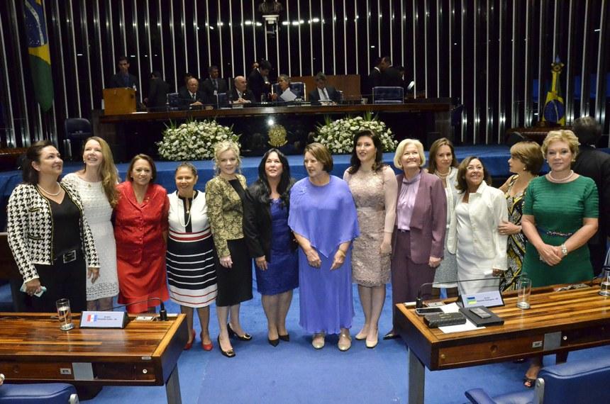 Solenidade de posse dos senadores durante primeira reunião preparatória para 55ª Legislatura.   Em destaque, bancada feminina do Senado.   Foto: Waldemir Barreto/Agência Senado
