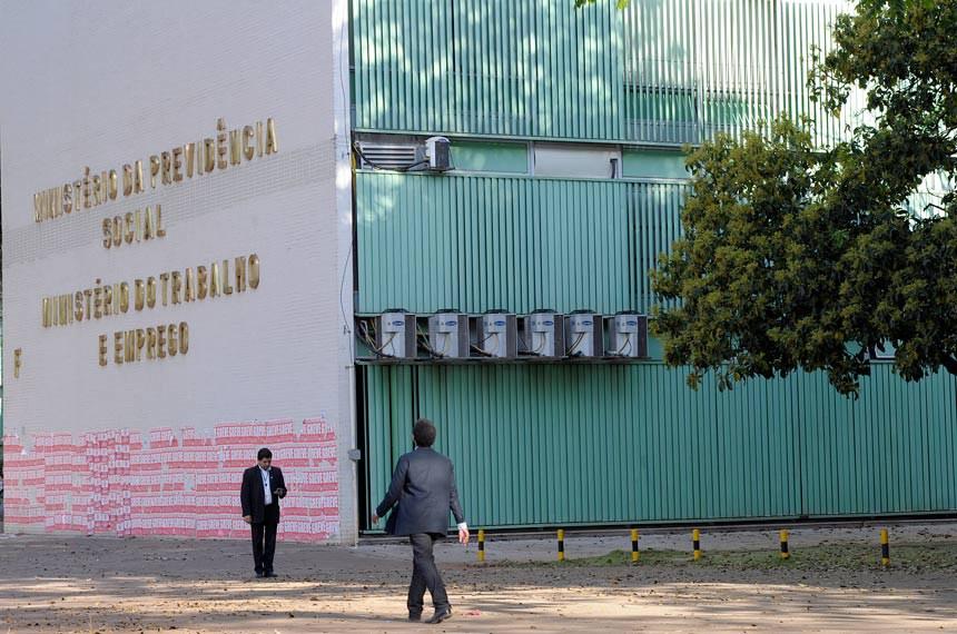 Fachada do prédio onde se localiza o Ministério da Previdência Social e o Ministério do Trabalho e Emprego, na Esplanada dos Ministérios.