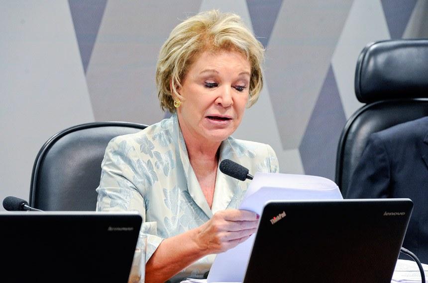 Comissão de Constituição, Justiça e Cidadania (CCJ) realiza reunião deliberativa com 39 itens. Entre eles, a PEC 125/2015, que fixa critérios para escolha do Advogado-Geral da União, e o PLC 109/2011, que obriga a criação de unidade do Procon nos aeroportos brasileiros.   Pauta feminina: a reunião da CCJ deverá votar cinco itens da pauta feminina. O primeiro é o PLS 195/2014, que obriga a remessa de boletim de ocorrência ao juizado no caso do envolvimento de criança como vítima da agressão à mulher.   Em pronunciamento, senadora Marta Suplicy (PMDB-SP).   Foto: Edilson Rodrigues/Agência Senado