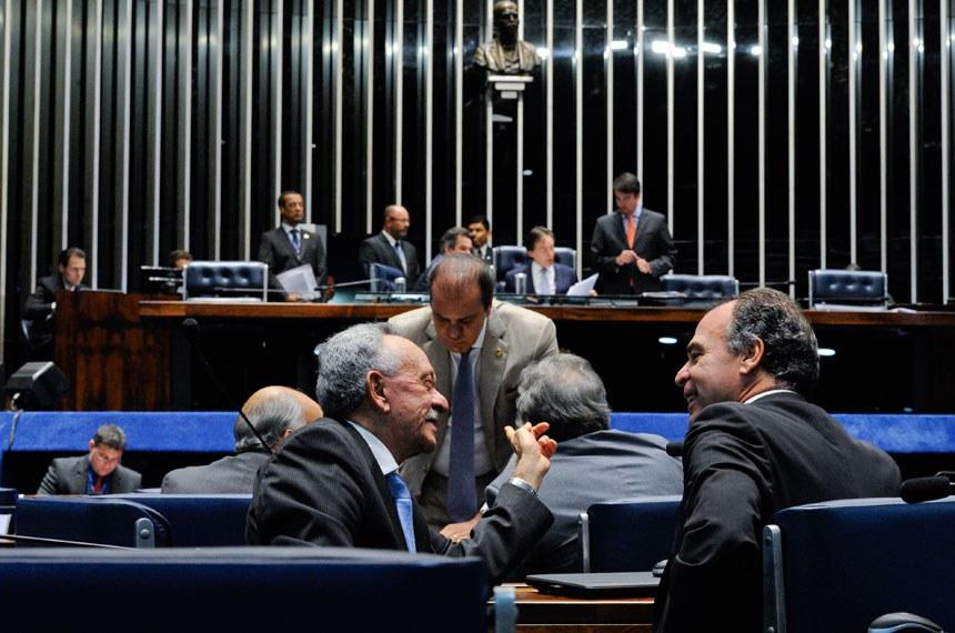 Plenário do Senado Federal durante sessão deliberativa extraordinária.   Participam:  senador Ataídes Oliveira (PSDB-TO);  senador Benedito de Lira (PP-AL);  senador Fernando Bezerra Coelho (PSB-PE);  senador Pedro Chaves (PSC-MS);  senador Waldemir Moka (PMDB-MS)   Foto: Edilson Rodrigues/Agência Senado