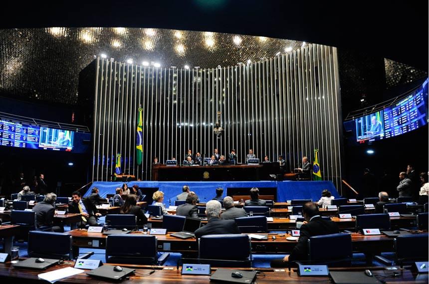 Plenário do Senado durante sessão deliberativa extraordinária.  À tribuna em discurso, senador Renan Calheiros (PMDB-AL).   Foto: Jonas Pereira/Agência Senado