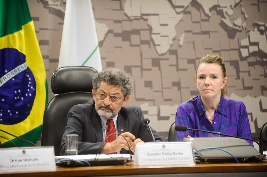 Comissão Mista da Medida Provisória nº 757, de 2016 (cria duas taxas em favor da Suframa): audiência interativa com a participação de representantes da Suframa, da indústria e do comércio do Amazonas.   Mesa (E/D): vice-presidente da CMMPV 757/2016, senador Paulo Rocha (PT-PA); senadora Vanessa Grazziotin (PCdoB-AM);   Foto:  Marcos Oliveira/Agência Senado