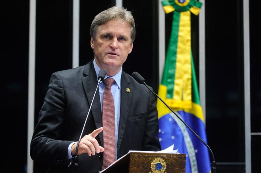 Plenário do Senado durante sessão não deliberativa.  Em discurso, senador Dário Berger (PMDB-SC).  Foto: Moreira Mariz/Agência Senado