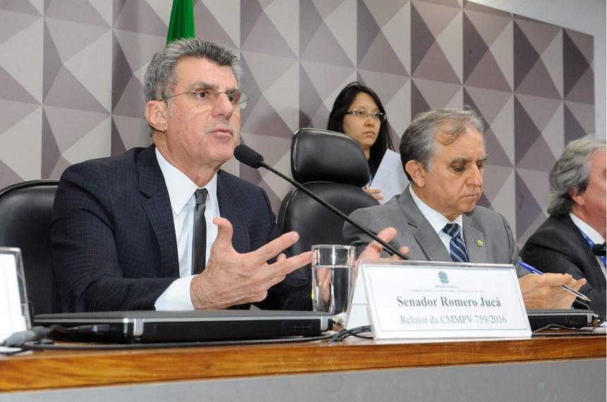 Comissão Mista da Medida Provisoria (CMMPV)  que analisa a Medida Provisória (MP) 759/2016: Audiência interativa. Entre os convidados estão representantes do Ministério das Cidades e do Incra (A MP trata da regularização fundiária no âmbito da Amazônia Legal).  E/D:  relator da CMMPV 759/2016, senador Romero Jucá (PMDB-RR); presidente da CMMPV 759/2016, deputado Izalci Lucas (PSDB-DF).    Foto: Waldemir Barreto/Agência Senado