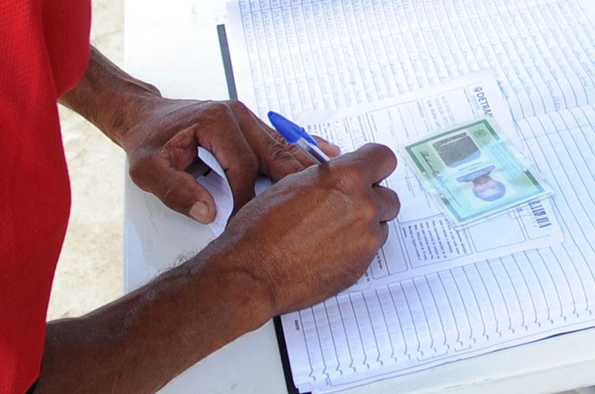 Wilson Dias/ABr  Multirão de Carteira de Identidade.  Teresópolis (RJ) - Moradores que perderam documentos por causa das fortes chuvas que atingiram o município aguardam para retirar novas identidades.