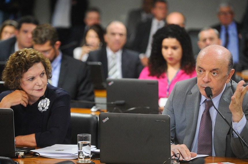 Comissão de Assuntos Econômicos (CAE) realiza reunião para indicação de Gabriel Leal de Barros para diretor da IFI. Em sequência, 11 itens na pauta. Entre eles, o PLC 169/2015, que veda o pagamento antecipado na administração pública.   Senador José Serra (PSDB-SP) em pronunciamento.   Foto: Marcos Oliveira/Agência Senado