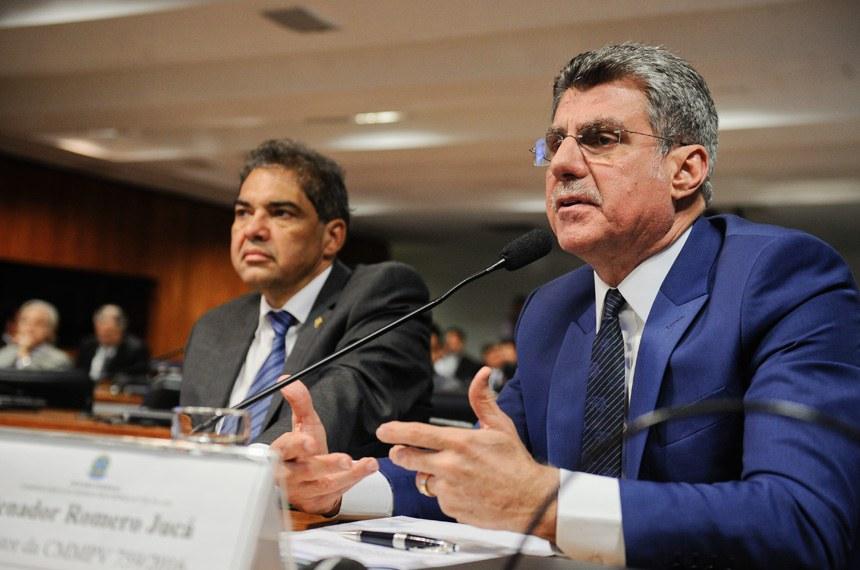 Relator da MP 759, o senador Romero Jucá (PMDB-RR) defendeu o texto, mas disse que receberá sugestões até o dia 20 de abril. Ao fundo, o vice-presidente da comissão, senador Hélio José (PMDB-DF)