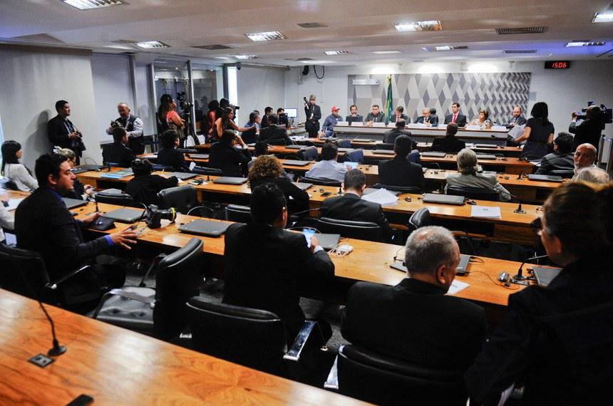 Audiência pública teve participação de representantes de movimentos sociais, do ministério público e de representantes do governo. MP estabelece novas regras para regularização fundiária