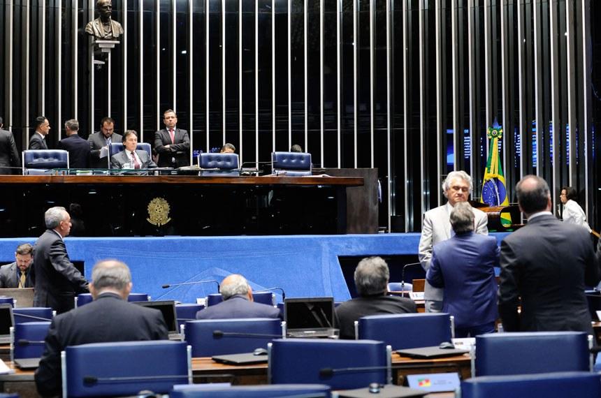 Plenário do Senado durante sessão deliberativa ordinária. *Ordem do dia   À mesa, presidente do Senado, senador Eunício Oliveira (PMDB-CE).    Foto: Waldemir Barreto/Agência Senado