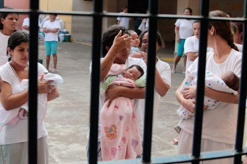 """Encontro Nacional do Encarceramento Feminino: Exposição """"Do Lado de Dentro: Maternidade, Trabalho e Sobrevivência Atrás das Grades"""".   Foto: Glaucio Dettmar e Luiz Silveira/Agência CNJ"""