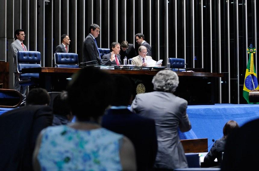 Plenário do Senado Federal durante sessão deliberativa ordinária.  Mesa: presidente do Senado Federal senador Eunício Oliveira (PMDB-CE);  senador Tasso Jereissati (PSDB-CE).  Foto: Waldemir Barreto/Agência Senado