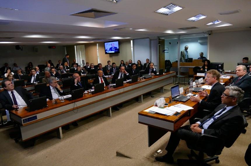 A Comissão de Assuntos Econômicos realiza audiência pública para discutir o custo Brasil