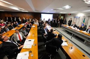 Senado analisa projetos que tratam do Imposto de Renda