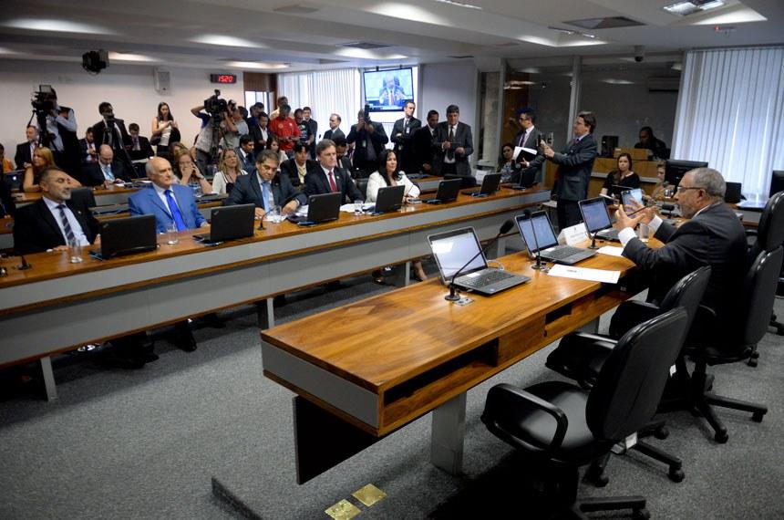 CPI da Previdência (CPIPREV) realiza primeira reunião para instalação dos trabalhos e eleição do presidente e vice-presidente.  À mesa, presidente da CPIPREV, senador Paulo Paim (PT-RS).   Bancada: senador Acir Gurgacz (PDT-RO);  senador Hélio José (PMDB-DF);  senador Lasier Martins (PSD-RS);  senador Telmário Mota (PDT-RR);  senadora Rose de Freitas (PMDB-ES)  Foto: Jefferson Rudy/Agência Senado