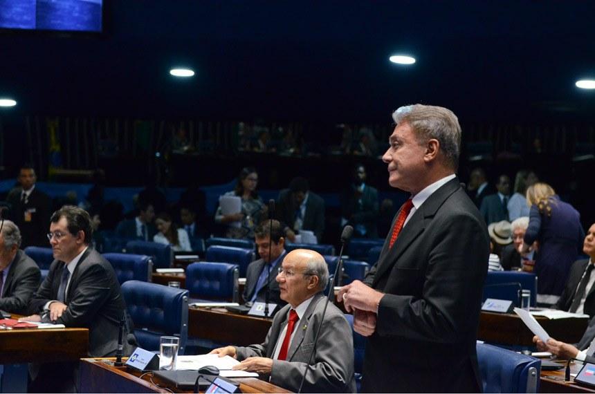 Plenário do Senado durante sessão deliberativa ordinária. Senadores discutem projeto que define crimes de abuso de autoridade.  Em pronunciamento, senador Alvaro Dias (PV-PR).  Foto: Ana Volpe/Agência Senado