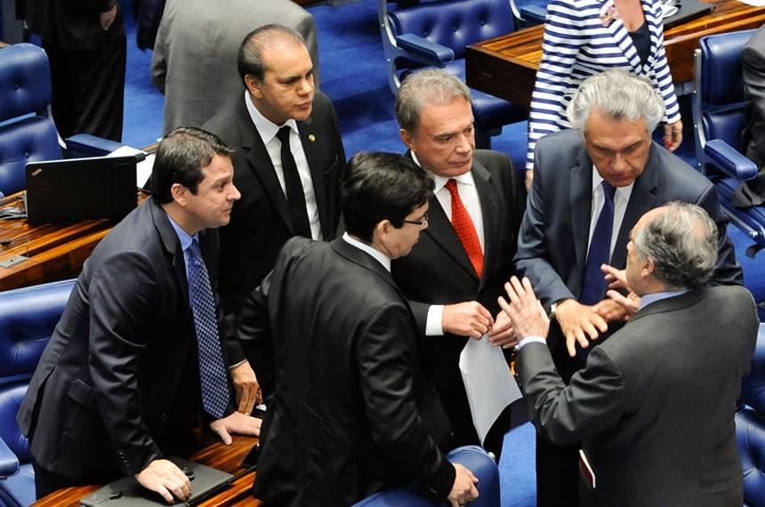 Plenário do Senado durante sessão deliberativa ordinária. Ordem do dia.  Participam: senador Alvaro Dias (PV-PR); senador Cristovam Buarque (PPS-DF); senador Randolfe Rodrigues (Rede-AP); senador Reguffe (Sem partido-DF);  senador Ronaldo Caiado (DEM-GO).  Foto: Waldemir Barreto/Agência Senado