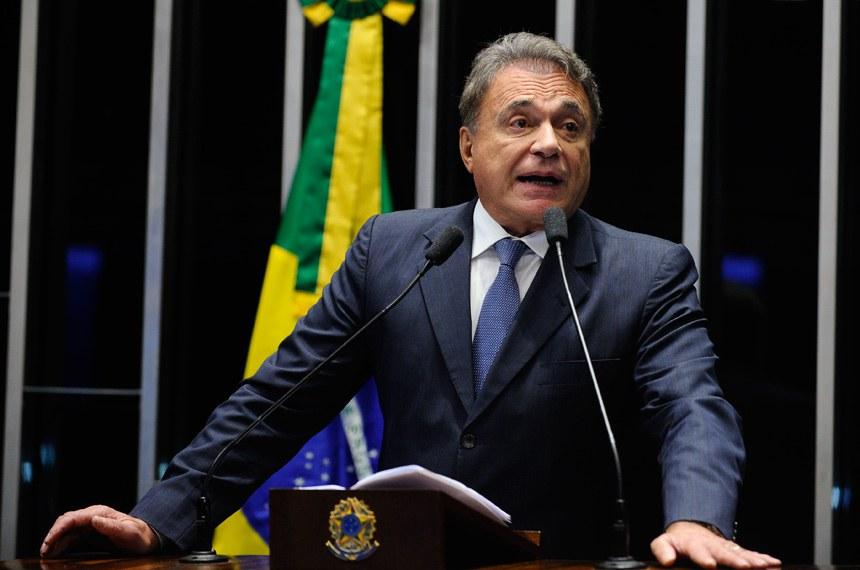 Plenário do Senado durante sessão não deliberativa.  Em discurso, senador Alvaro Dias (PV-PR).  Foto: Marcos Oliveira/Agência Senado
