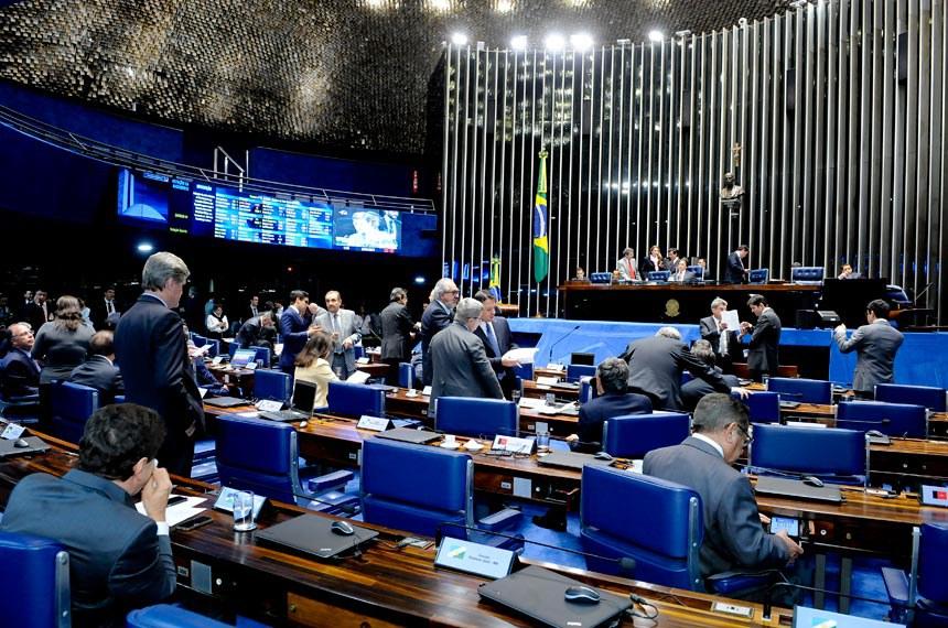 Plenário do Senado durante sessão deliberativa ordinária. Ordem do dia.  À mesa: senador Paulo Rocha (PT-PA);  presidente do Senado, senador Eunício Oliveira (PMDB-CE); senadora Vanessa Grazziotin (PCdoB-AM).  Foto: Waldemir Barreto/Agência Senado