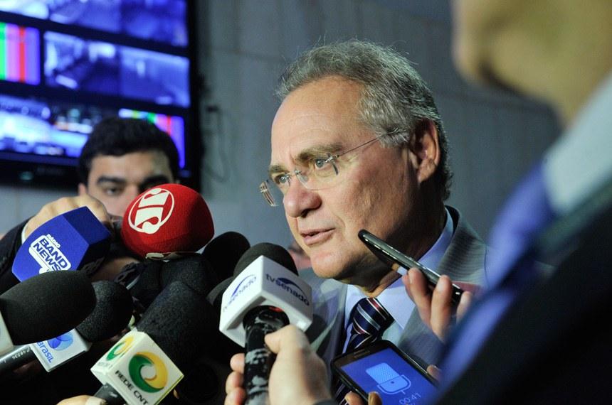 Líder do PMDB no Senado, senador Renan Calheiros (PMDB-AL), concede entrevista.   Foto: Jane de Araújo/Agência Senado